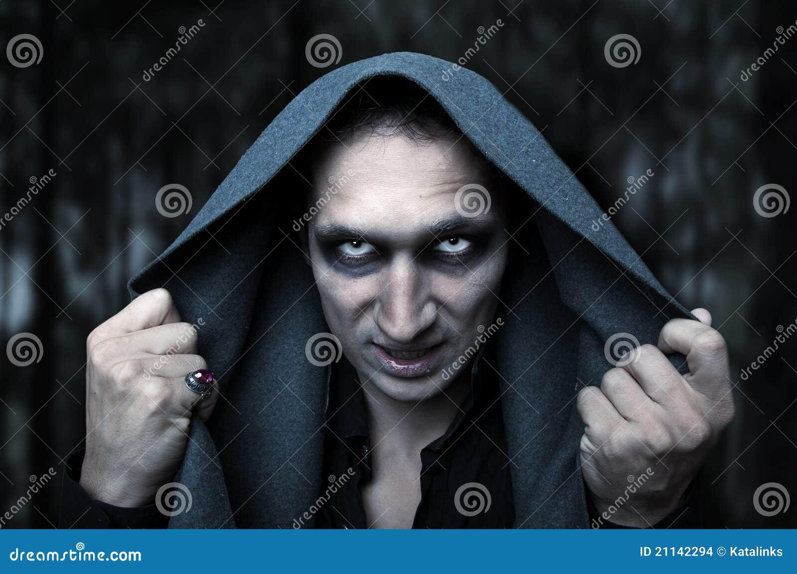 Het concept van Halloween. De kwade ogen van de geheimzinnigheid