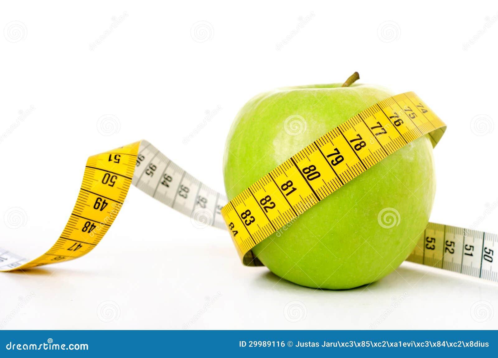 Groene appel met het meten van band