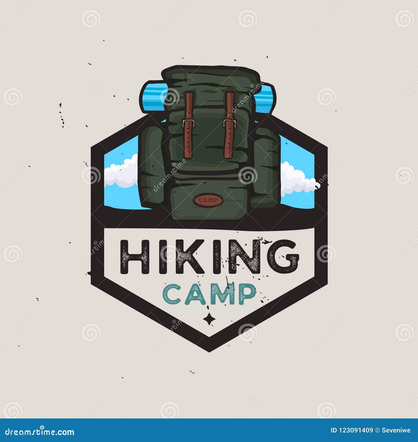 Het concept van het wandelingskamp logotype met reisrugzak, openluchtavonturen