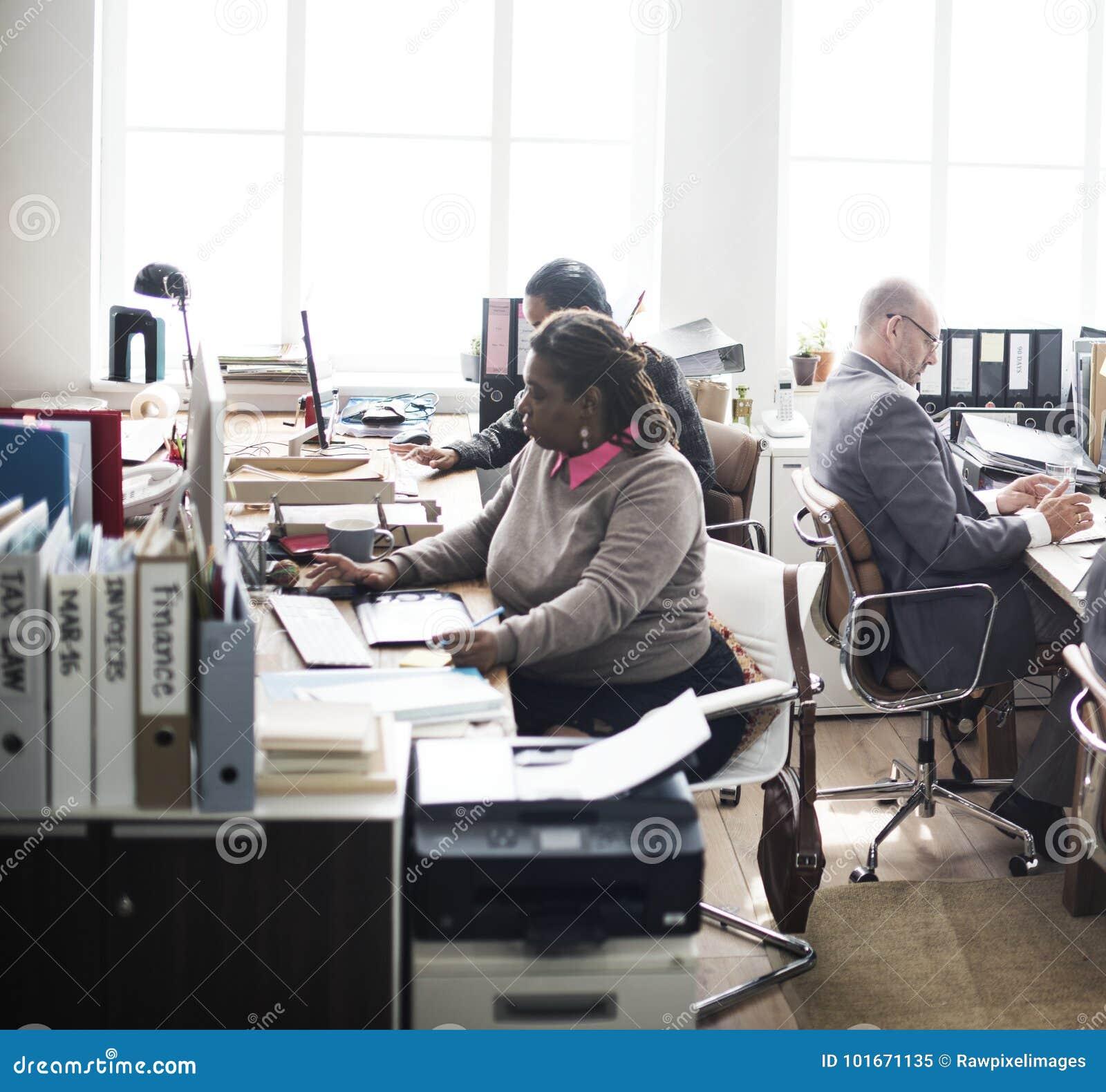 Het dagelijkse leven van bedrijfsmensen op het kantoor