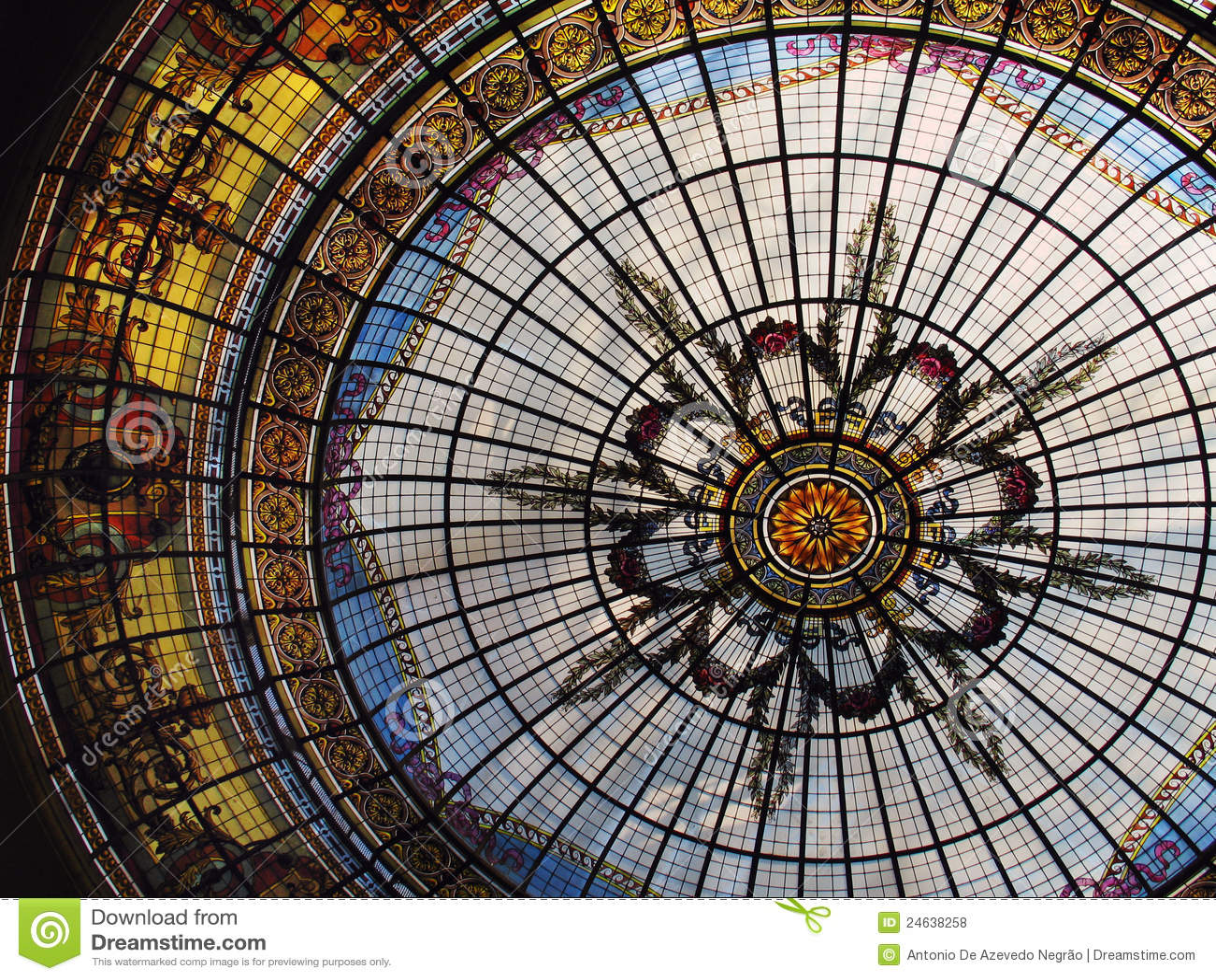 Het dak van het gebrandschilderd glas