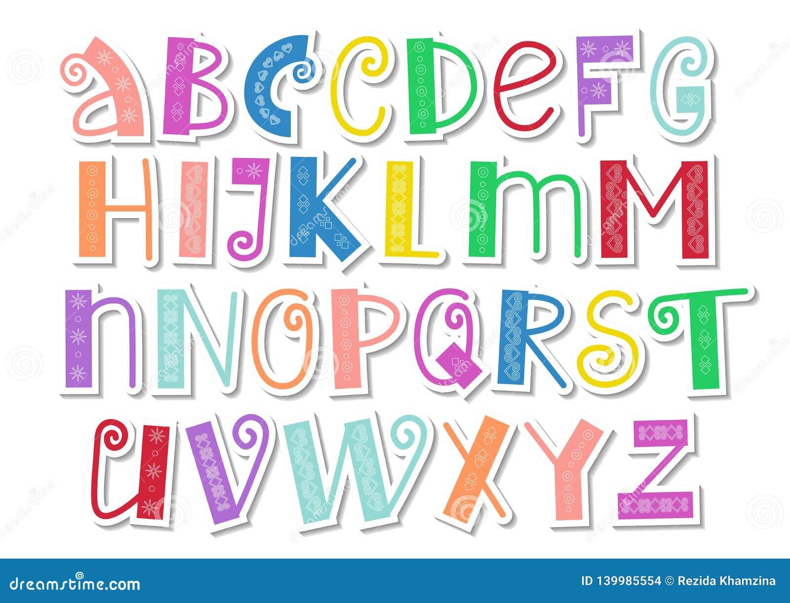 Het decoratieve kleurrijke Latijnse alfabet met wervelingen en het ornament in document snijden stijl op wit
