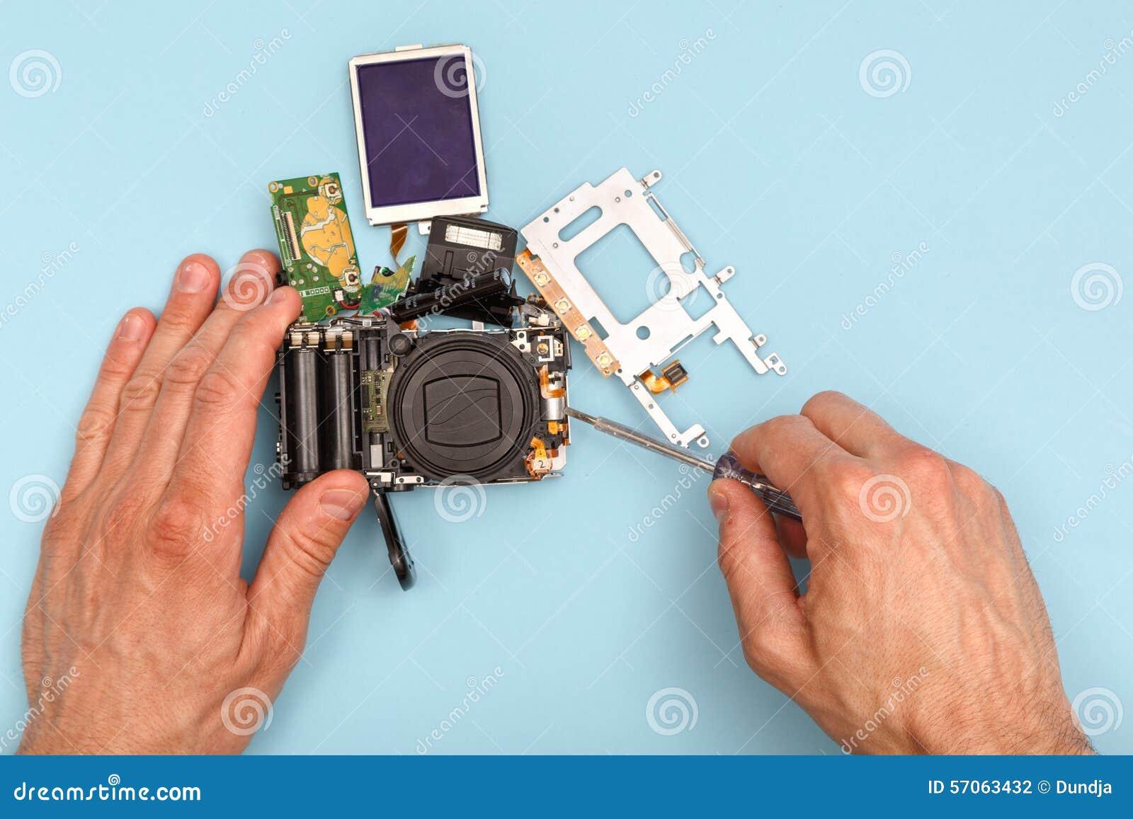 Het demonteren van een fotocamera