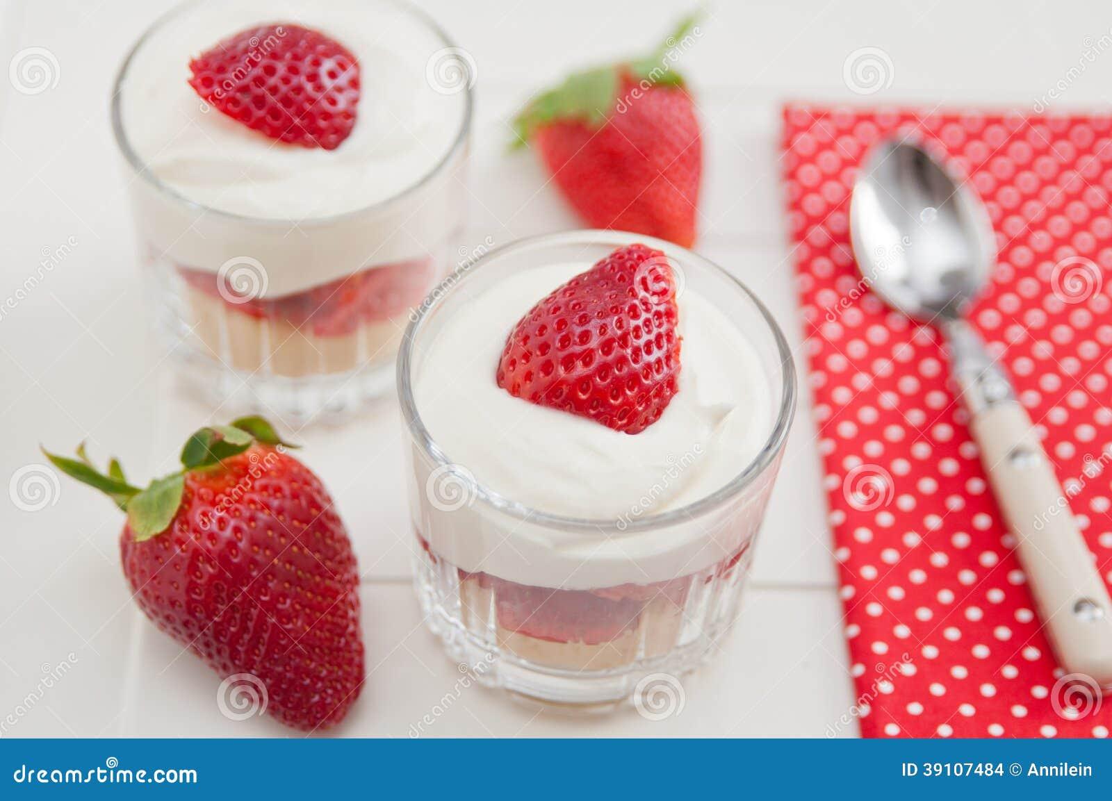 Het Dessert van de aardbeiroom