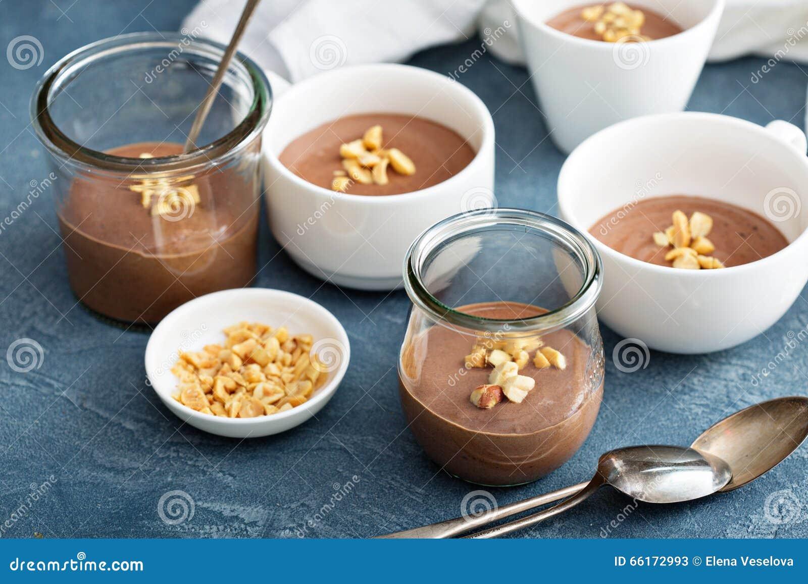 Het dessert van de chocoladeyoghurt met gezouten pinda s