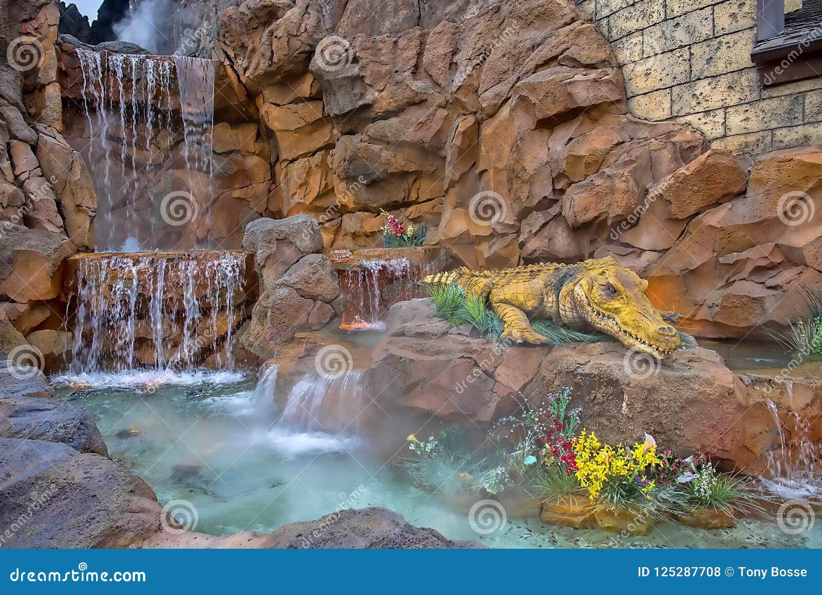 Het Detailclose-up van de regenwoudkoffie met Waterval en Grote Gator