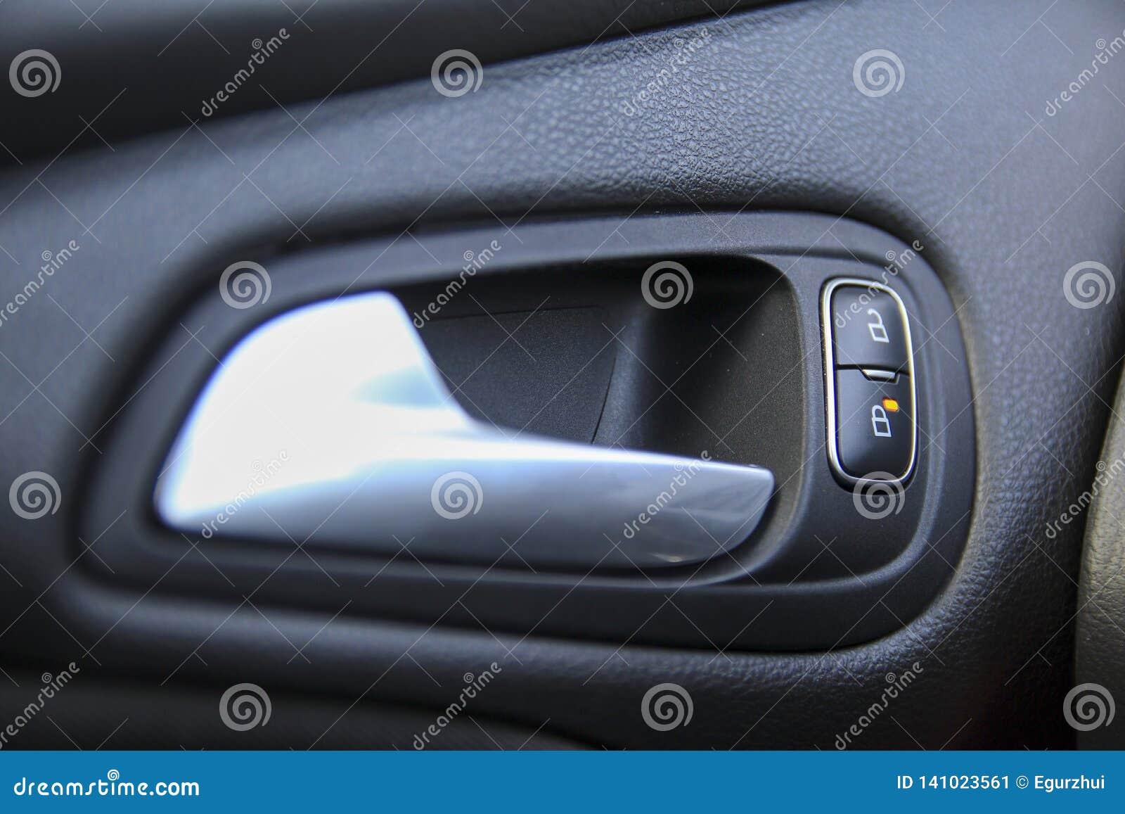 Het deurslot, opent knopen en opener binnen een auto