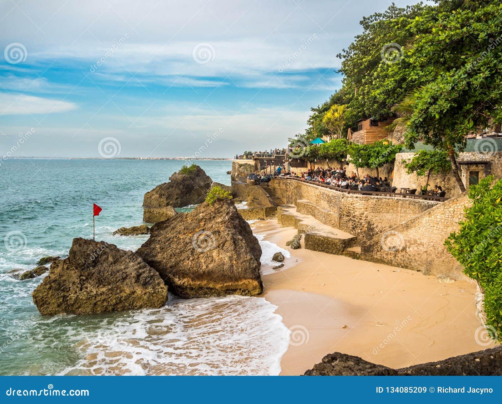 Het dineren op de waterkant in Jimbaran-Baai Bali