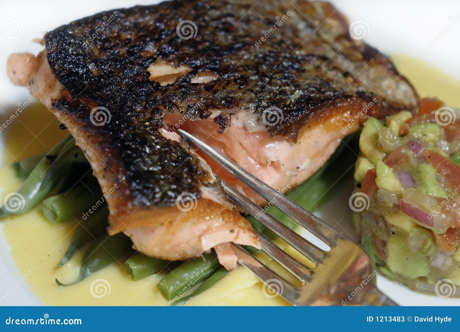 Het dinermacro en vork van vissen