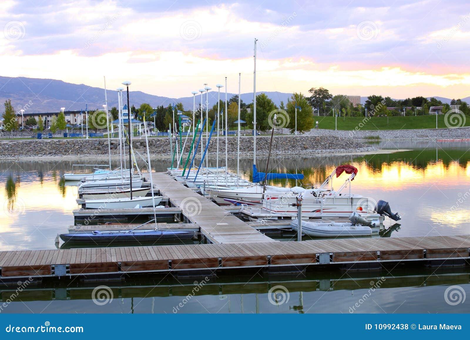 Het dok van de Jachthaven van vonken