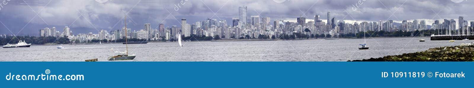 Het donkere panorama van Vancouver