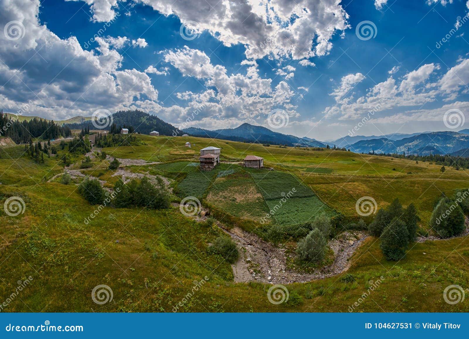 Download Het Dorp Van Het Adjaraplatteland Stock Afbeelding - Afbeelding bestaande uit landschap, plaats: 104627531