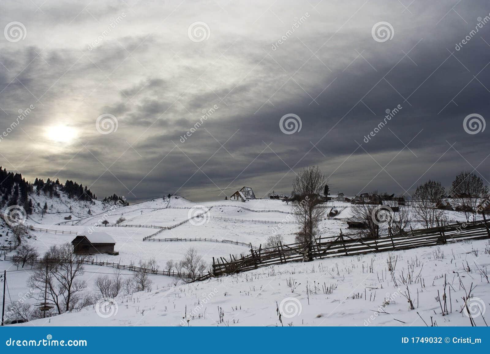 Het dorp van de berg in wintertijd