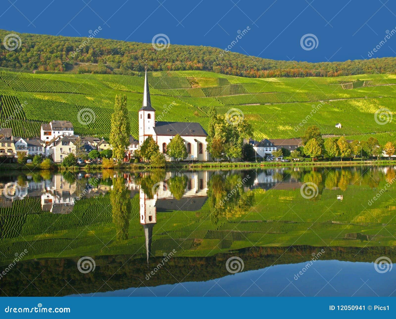 Het dorp van de wijn in de Moezel