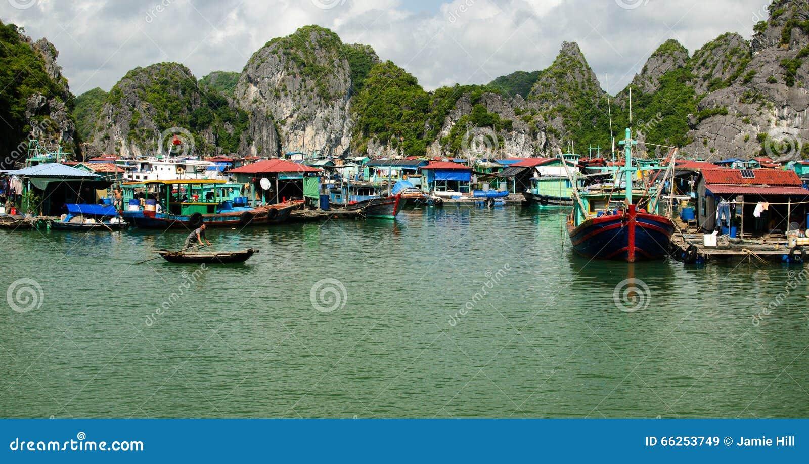 Het drijvende dorp, Ha snakt Baai
