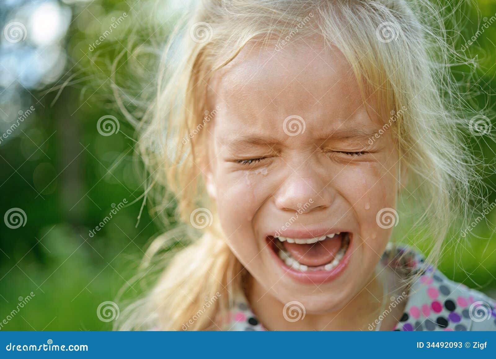 Het droevige meisje schreeuwen