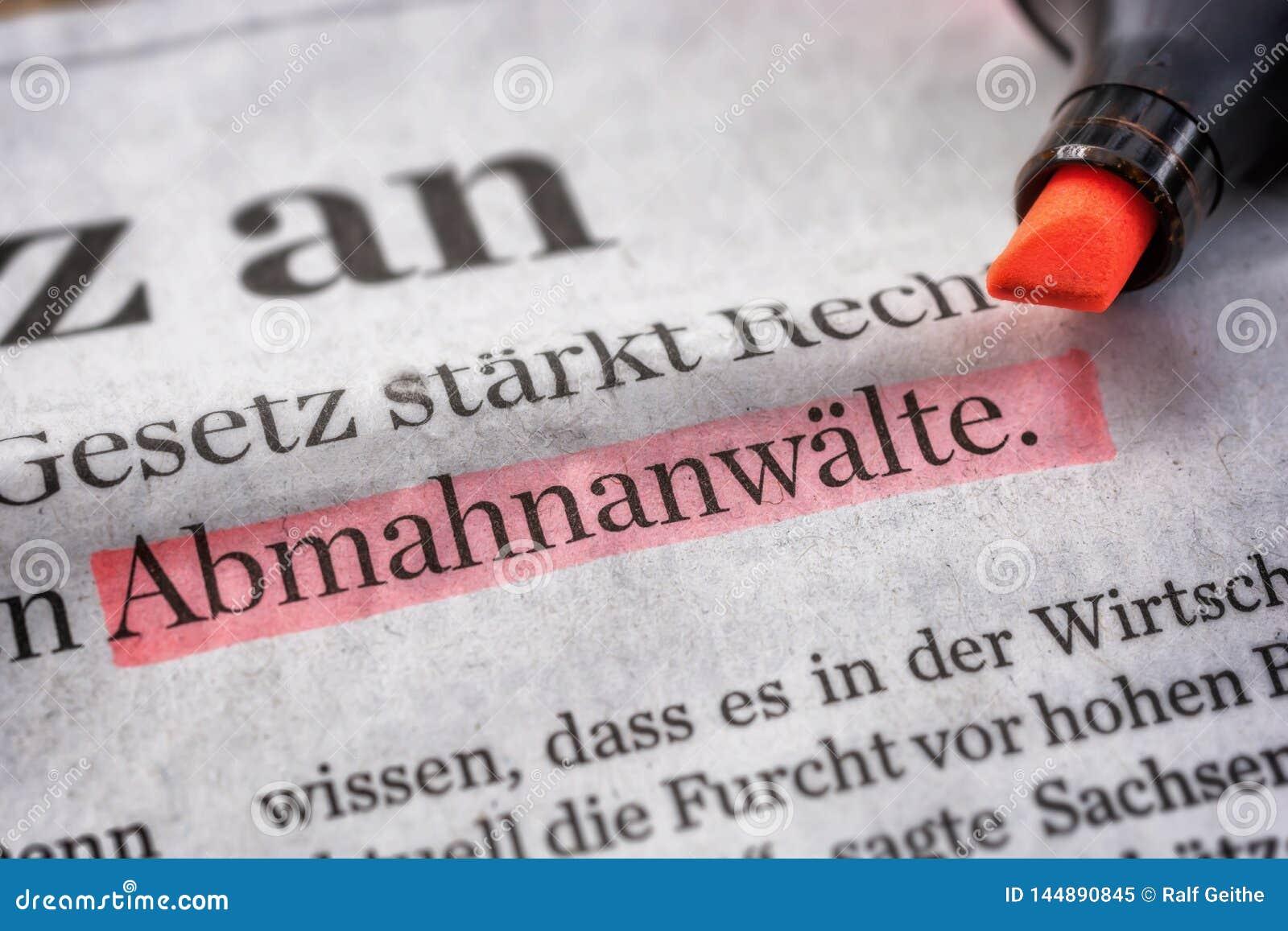 Het duidelijke krant knippen met het woord Abmahnanwälte