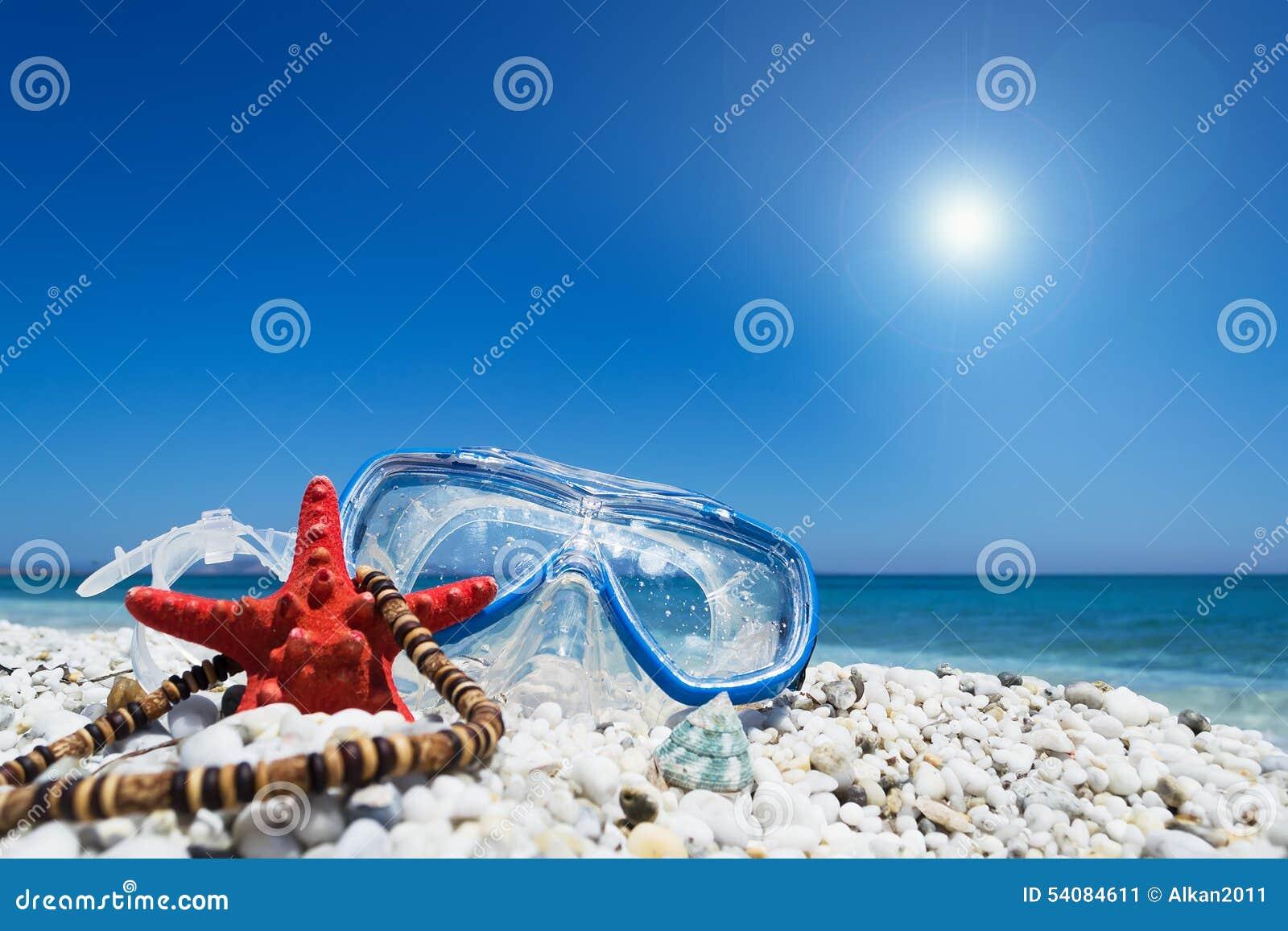 Het duiken masker onder een glanzende zon
