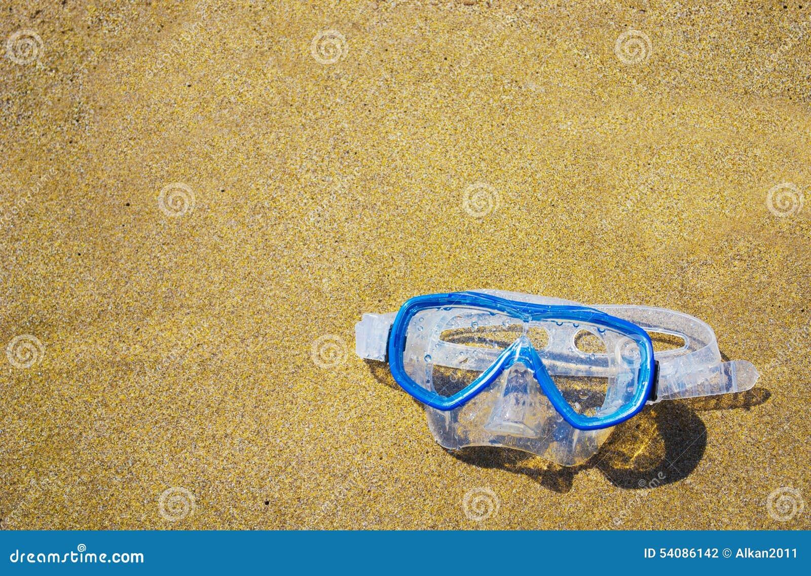 Het duiken masker op een gouden strand