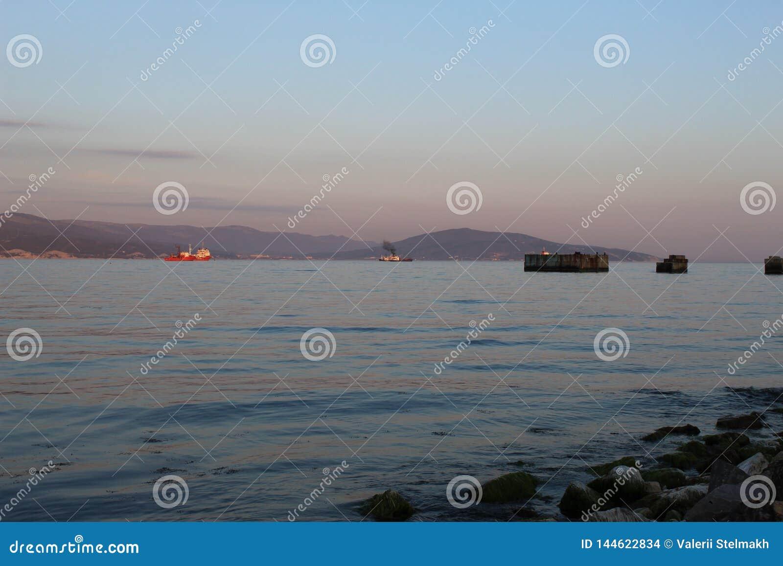 Het is een avondmening van de overzeese Baai