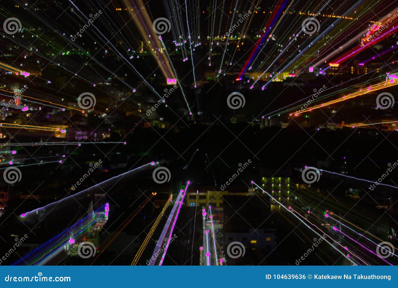 Download Het Effect Van Het Ontploffingsgezoem, Lichte Lijnen Met Lange Blootstelling Stock Foto - Afbeelding bestaande uit goud, donker: 104639636