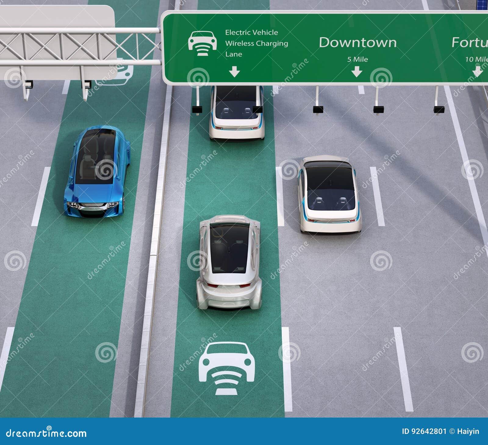 Het elektrische auto s drijven op de draadloze het laden steeg van de weg