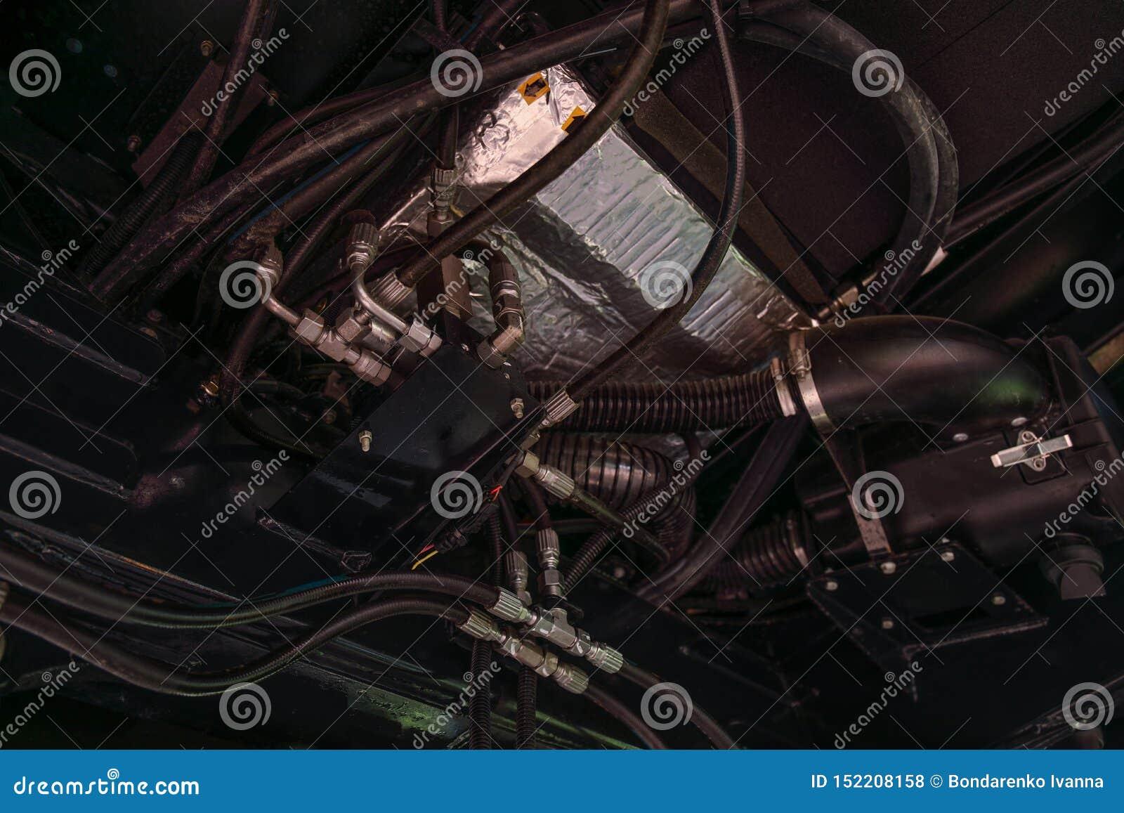 Het element van motorsysteem van nieuwe moderne landbouwtrekker of combineert of maaimachine