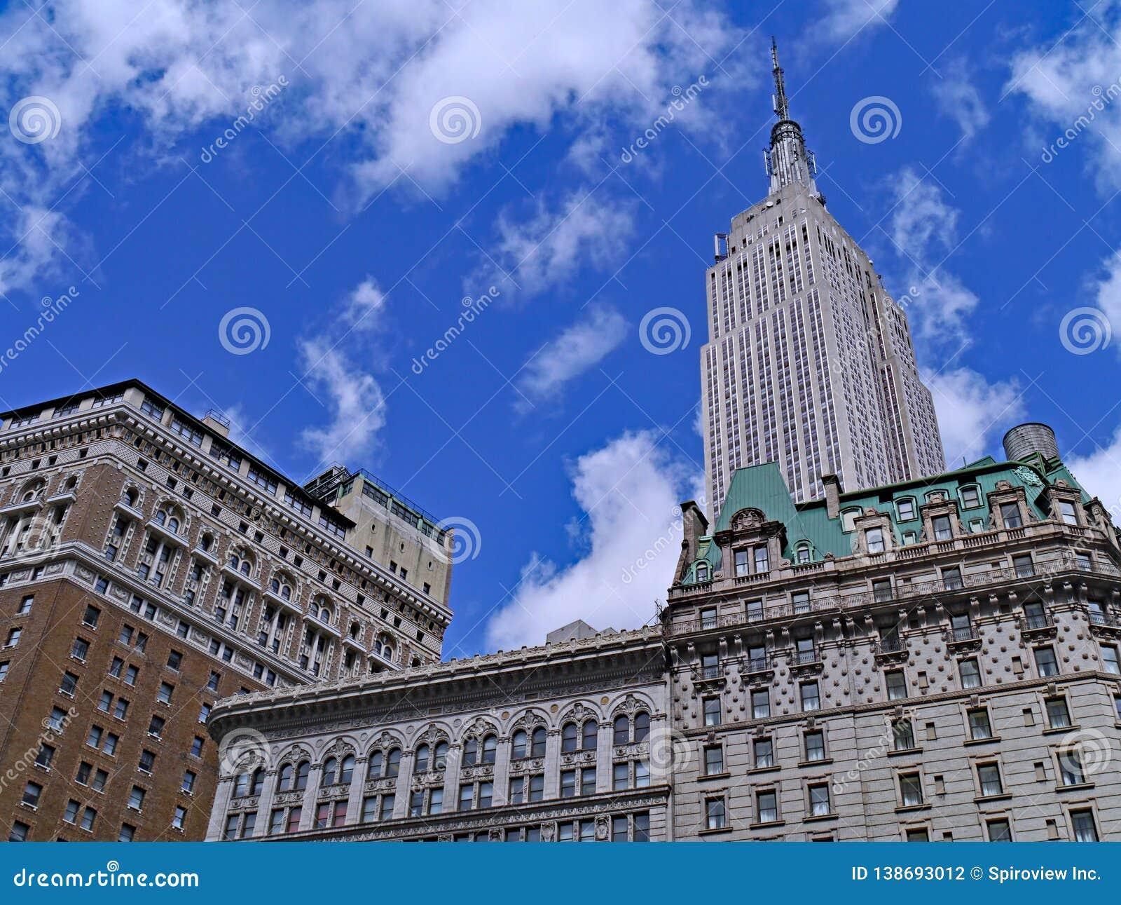 Het Empire State Building, overheerst de uit het stadscentrum horizon,