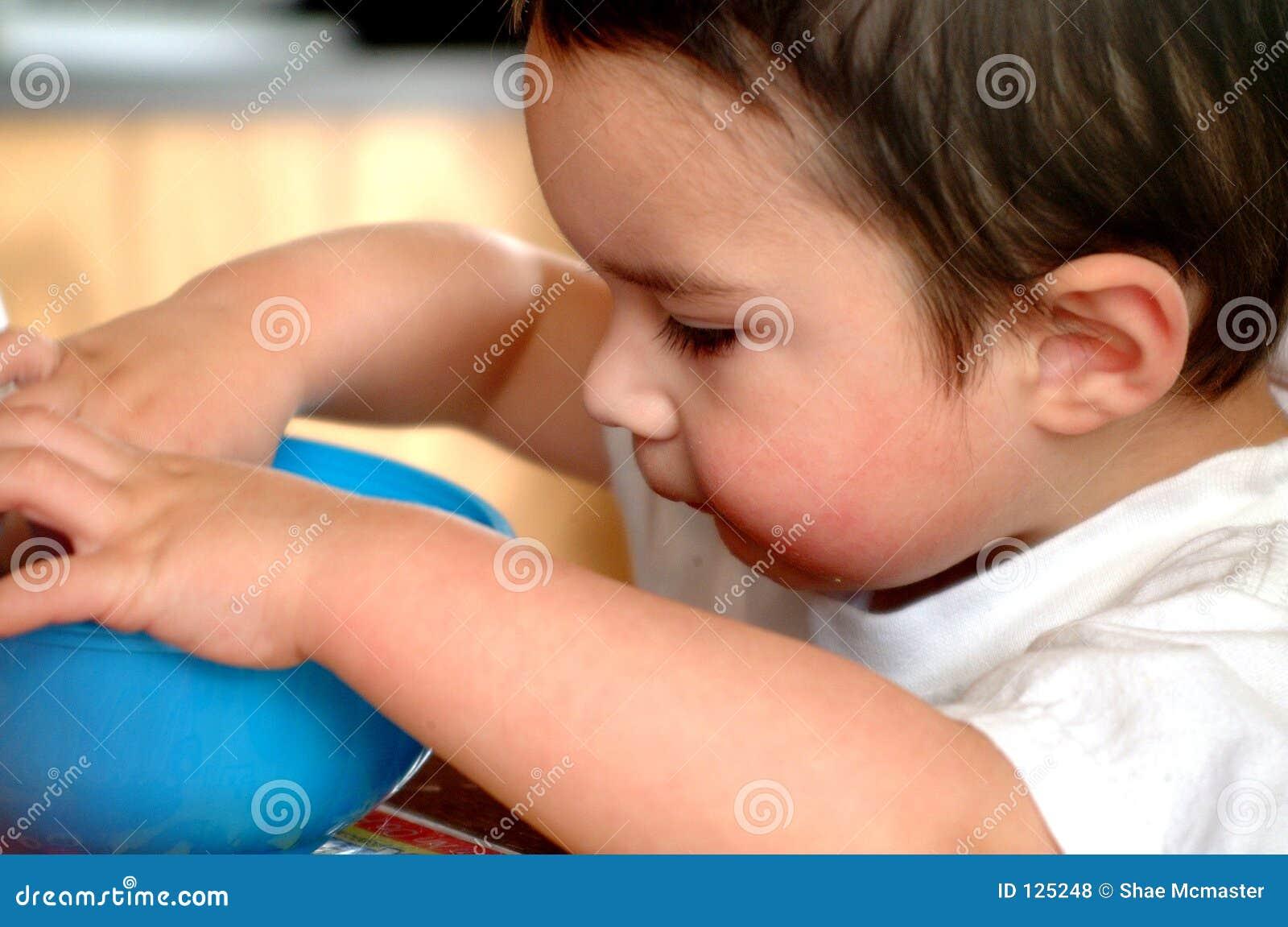 Het Eten van Little Boy van kinderen