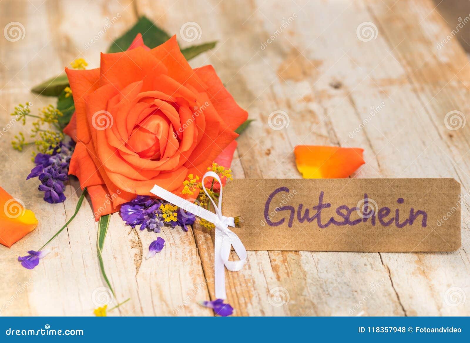 Het etiket met Duitse woord, Gutschein, middelenbon of coupon en nam voor Valentijnskaartendag of Moedersdag toe