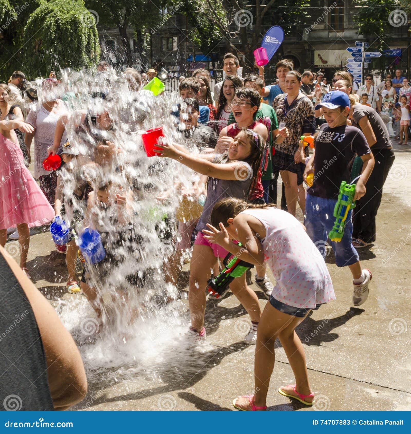 Het Festival van het Vardavarwater