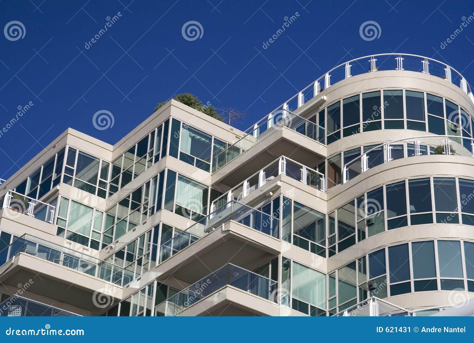 Het Flatgebouw met koopflats van de luxe