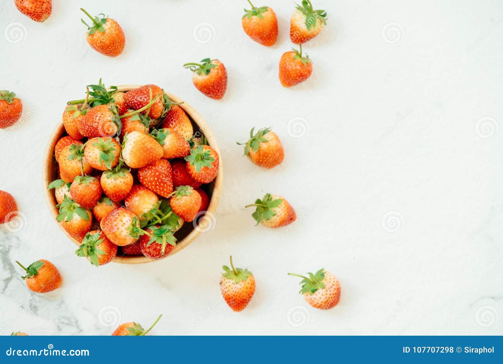Download Het fruit van de aardbei stock foto. Afbeelding bestaande uit vers - 107707298
