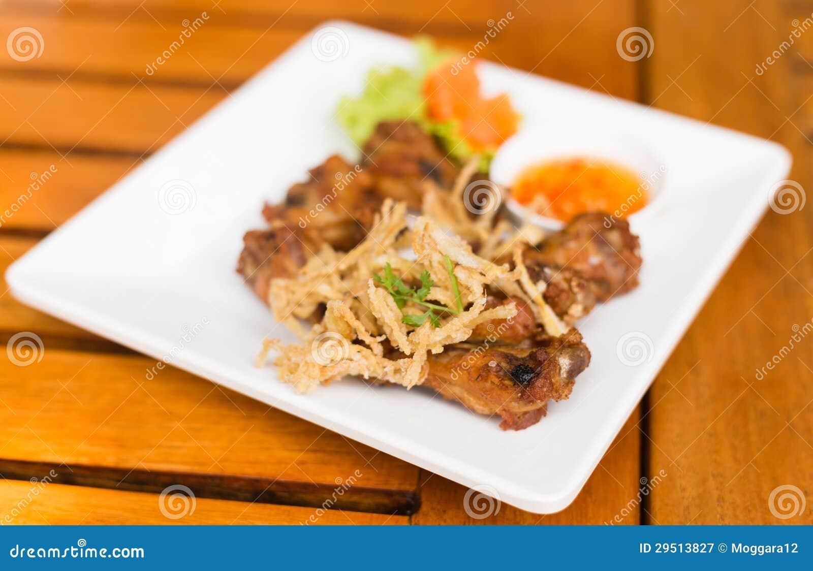 Het gebraden Thaise voedsel van de Kip en van het kruid