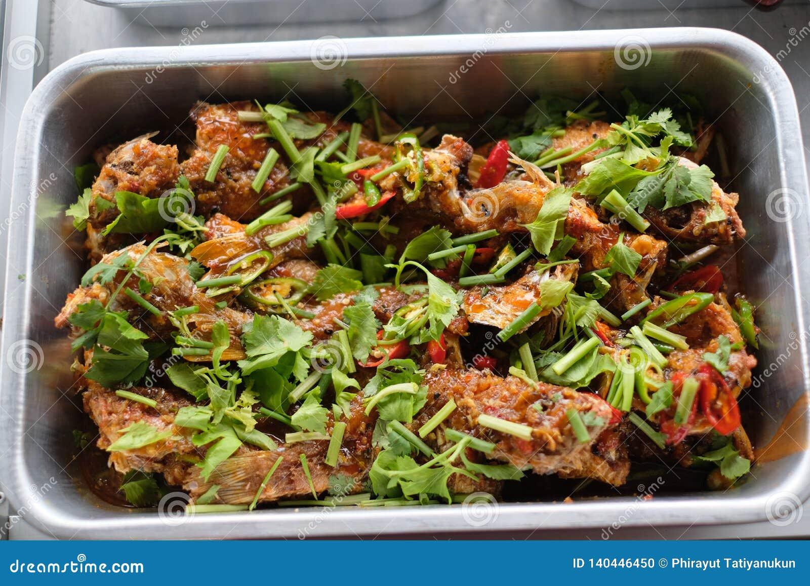Het gebraden vissen Thaise koken