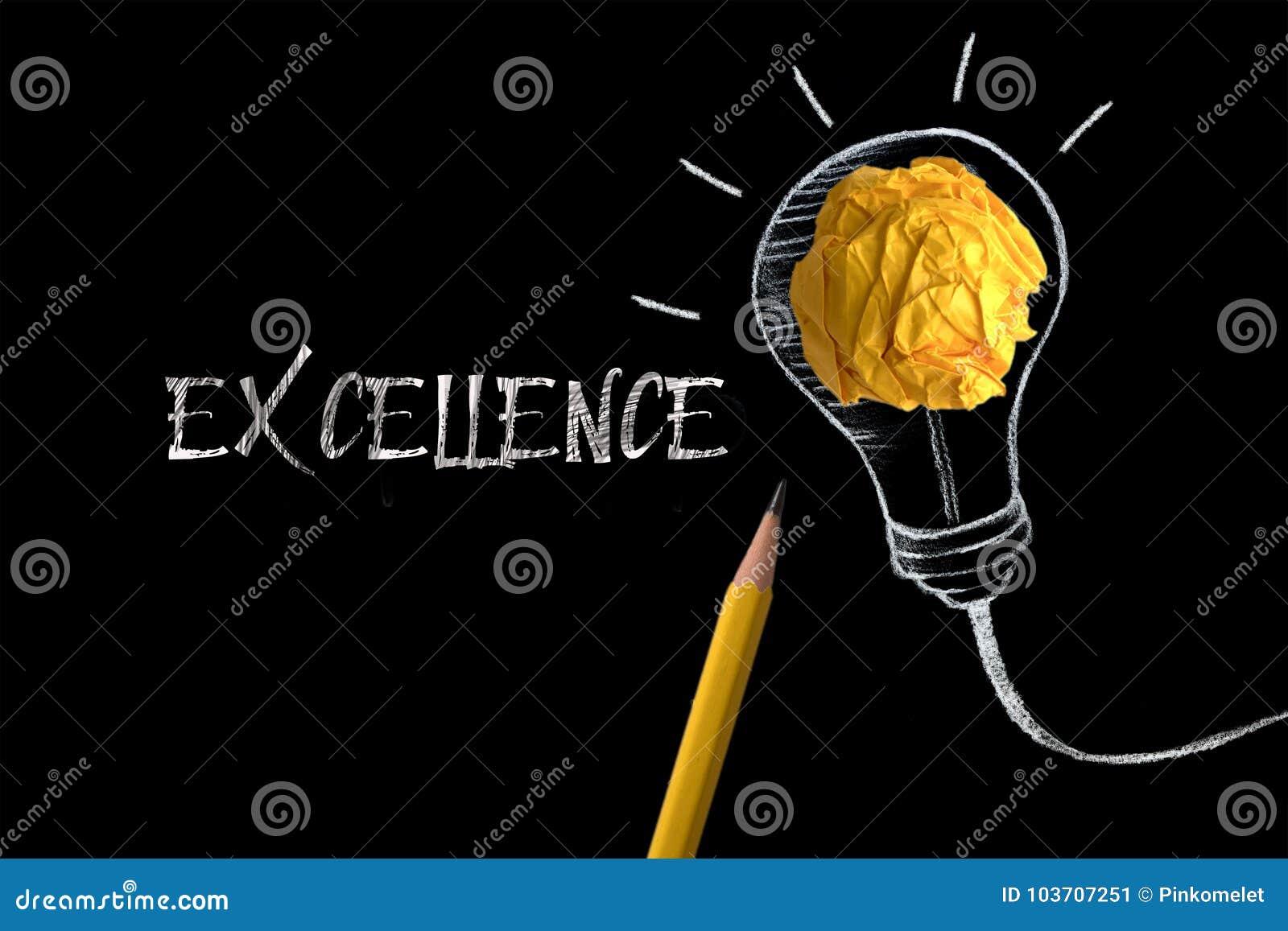 Het gele potlood met gele verfrommelde document bal en hand EXCEL