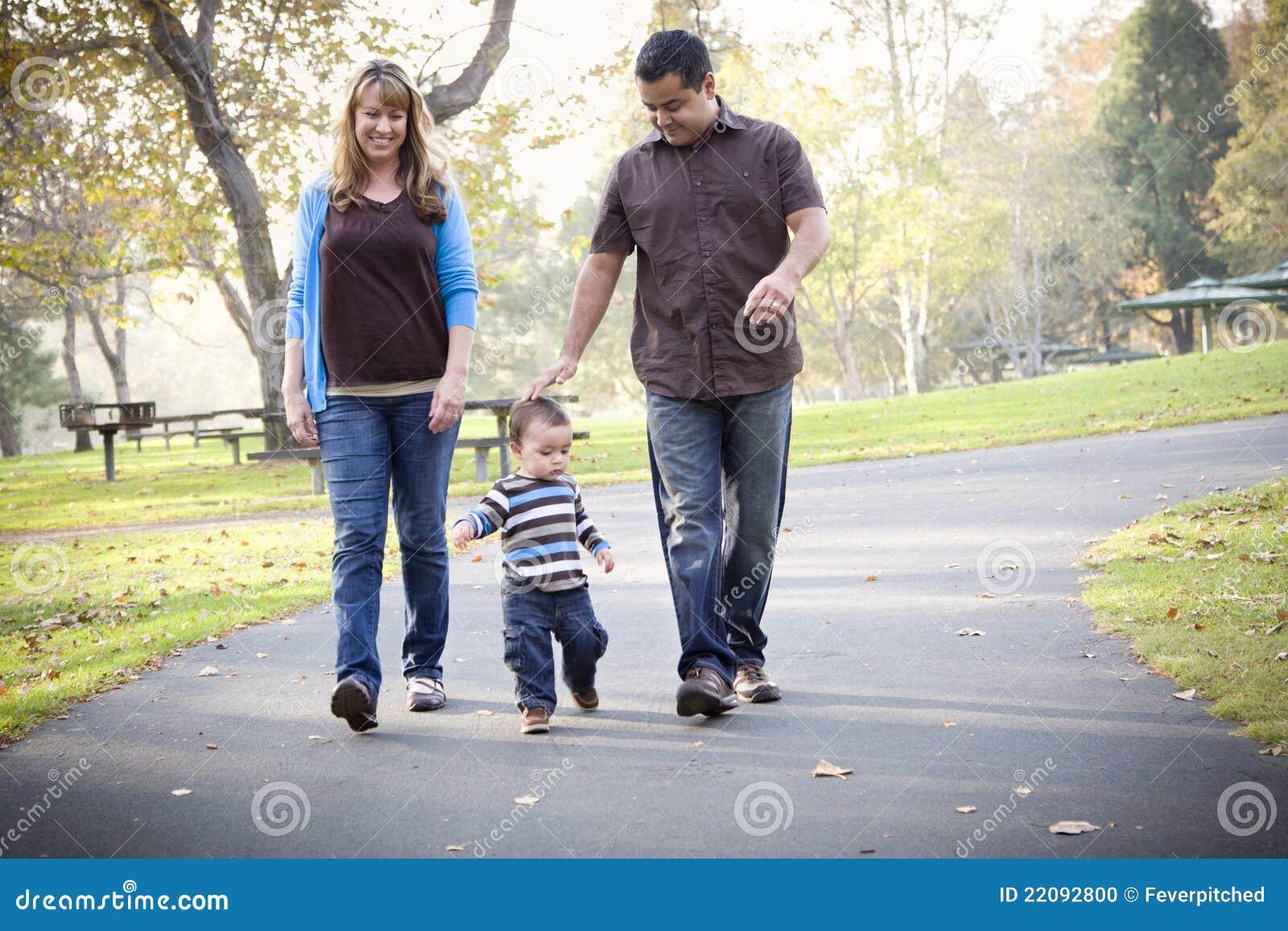 Het gelukkige Gemengde Lopen van de Familie van het Ras Etnische