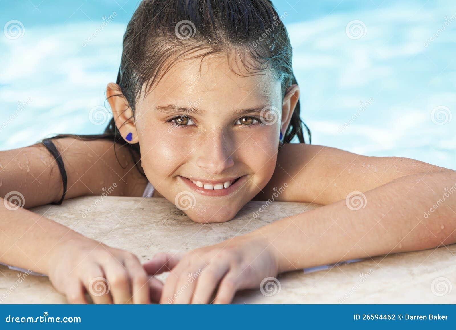 Het gelukkige Kind van het Meisje in Zwembad