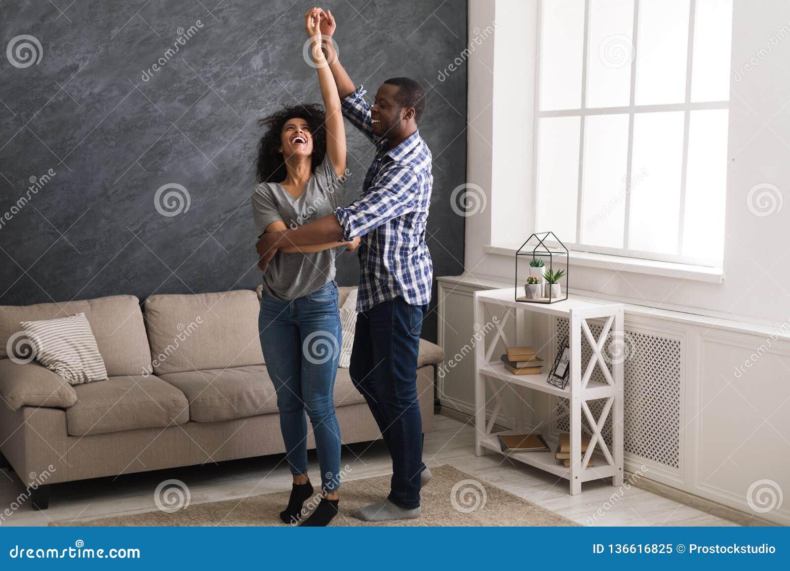 Het gelukkige paar dansen