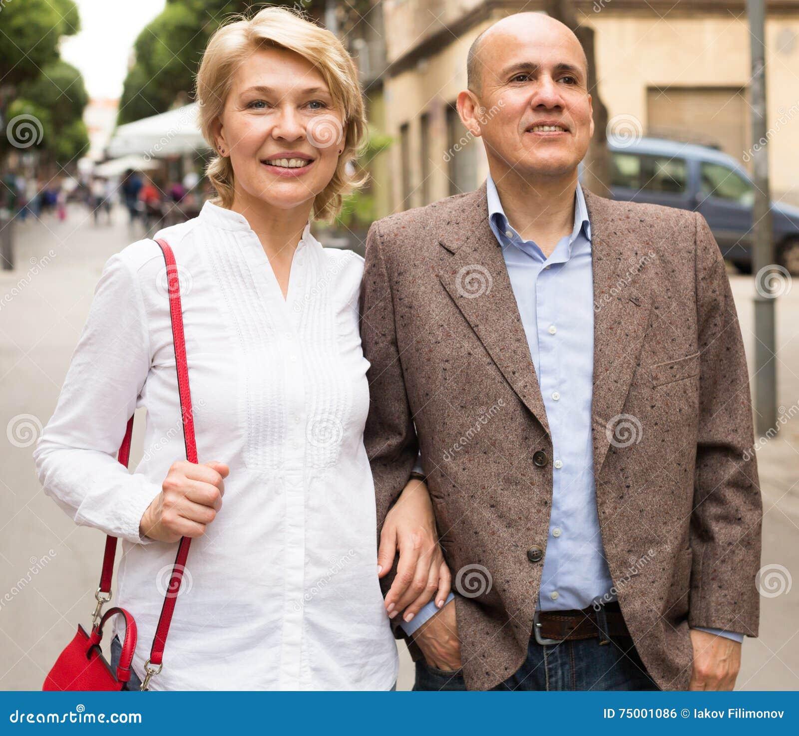 Het gelukkige paar lopen