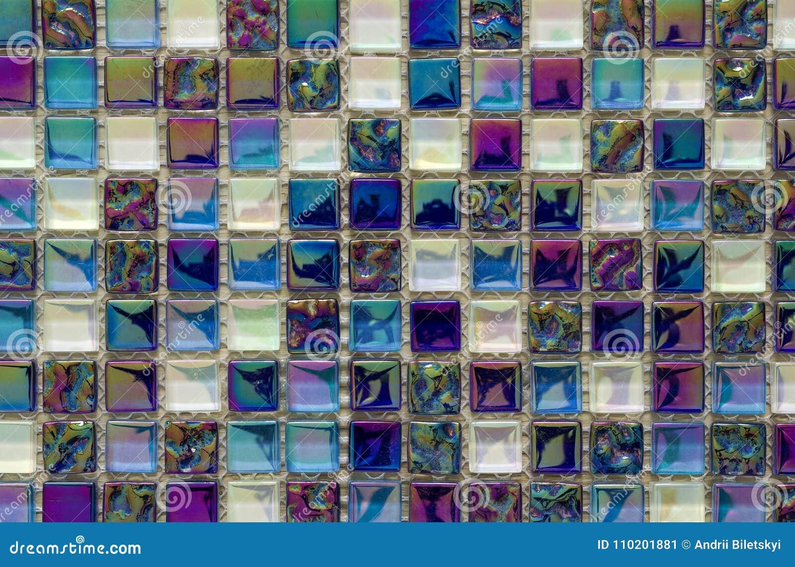 Het geometrische blauwe, purpere en groene patroon van mozaïektegels behang