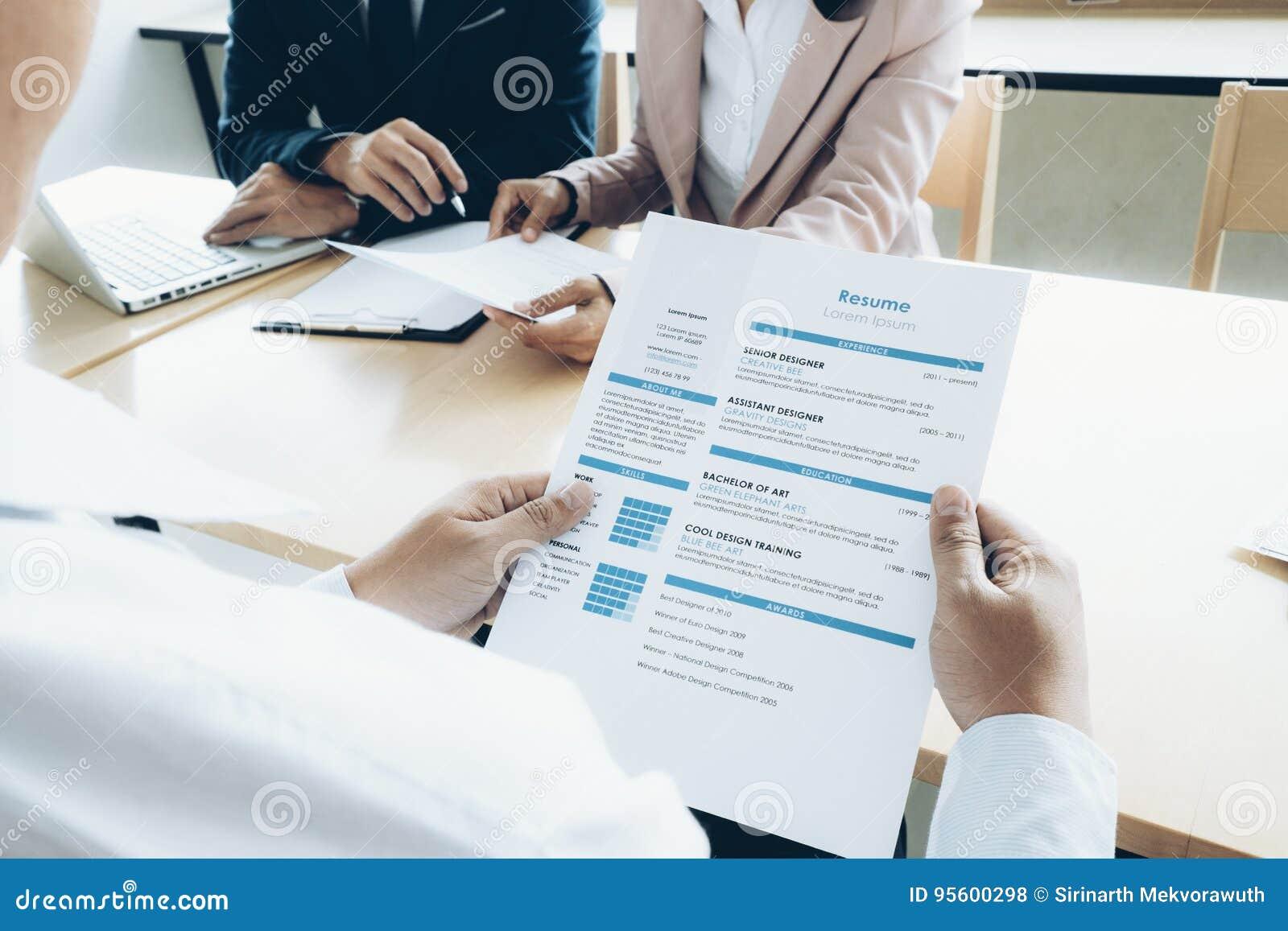 Het gespreksconcept van de bedrijfssituatiebaan De zaken vinden nieuwe baan