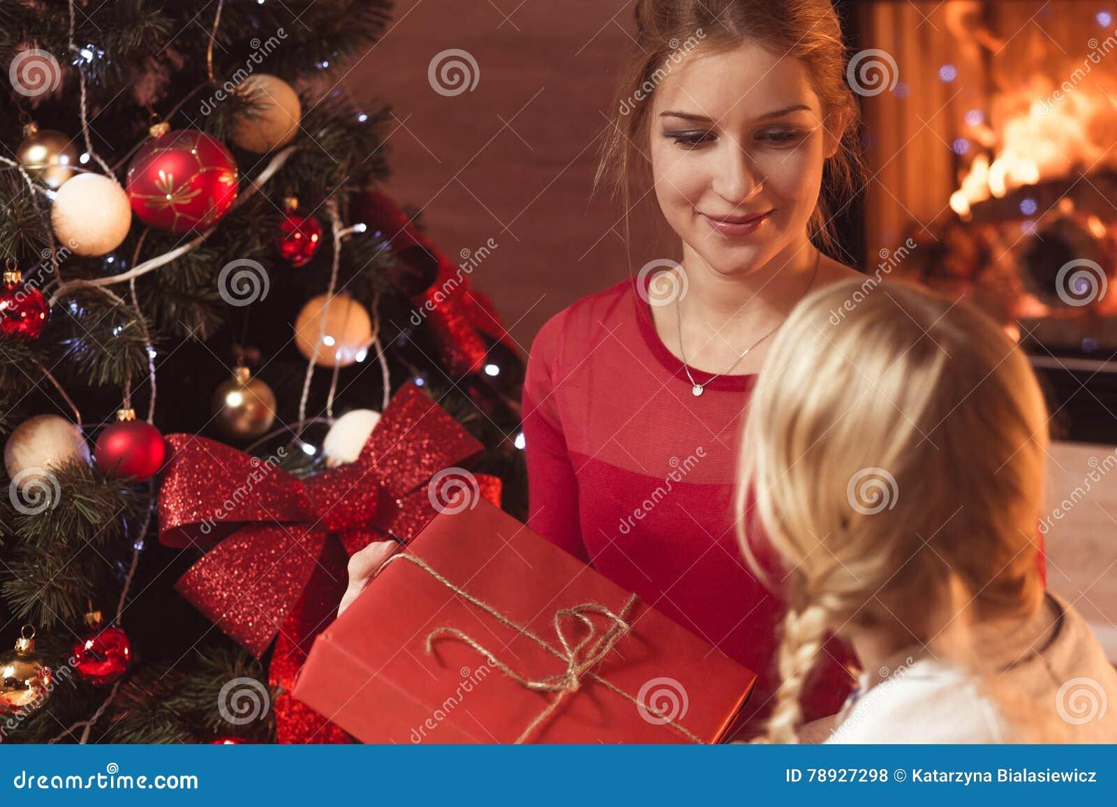 Het geven van heden bij Kerstmis