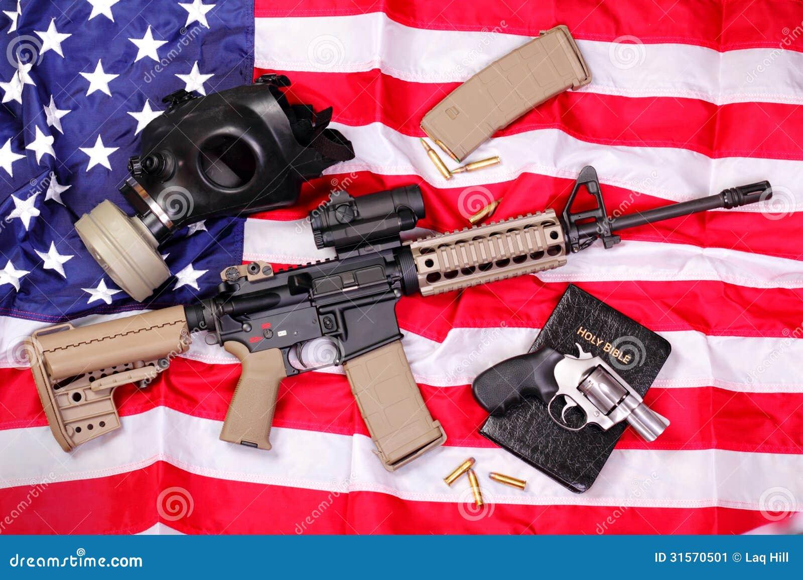 Het Geweer van AR, een Bijbel, een Gasmasker & een Pistool op Americ