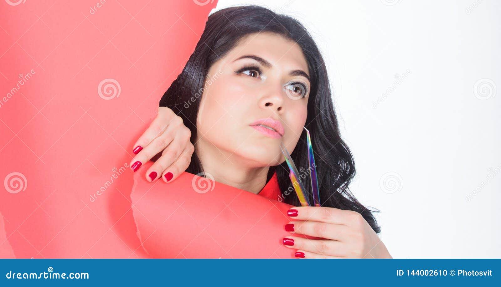 Het gezichtsgreep van de meisjesmake-up tweezer voor wimperuitbreiding De uitbreidingen maken dagelijkse oogmake-up vrij veel onn