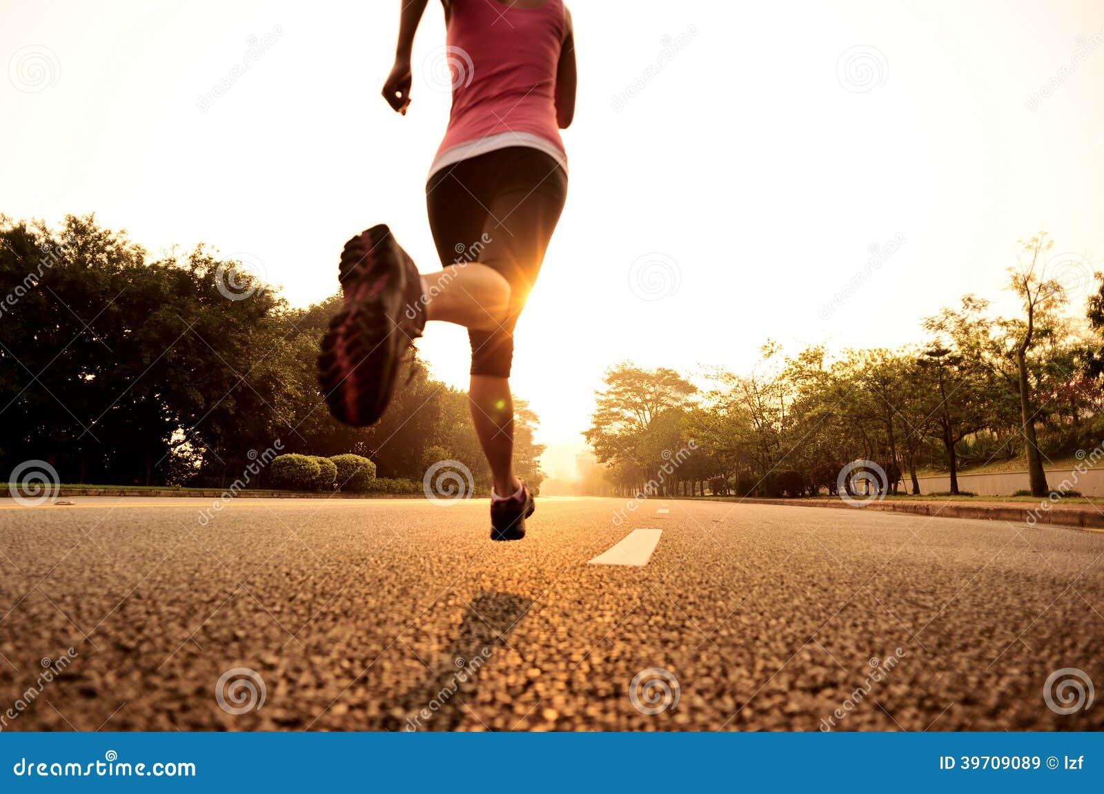 Het gezonde levensstijlfitness sportenvrouw lopen