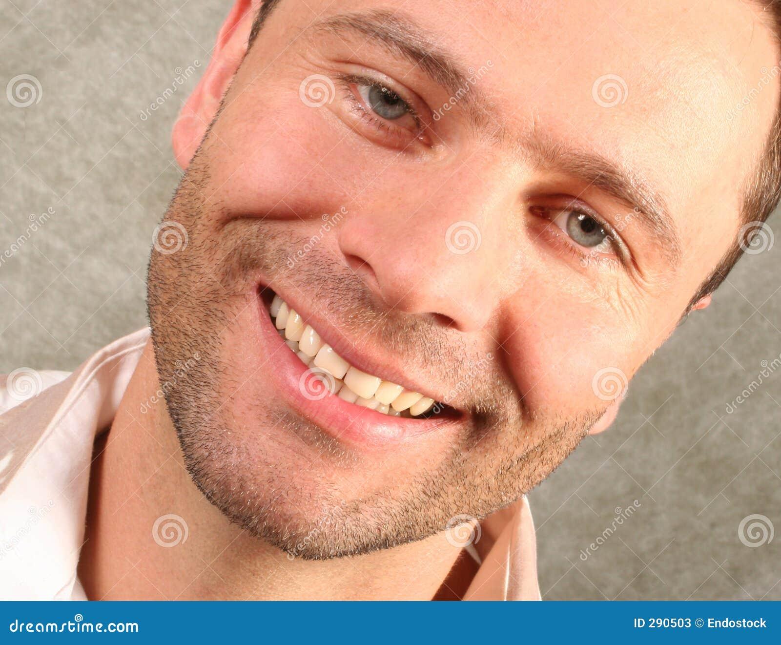 Het glimlachen knap mensenportret