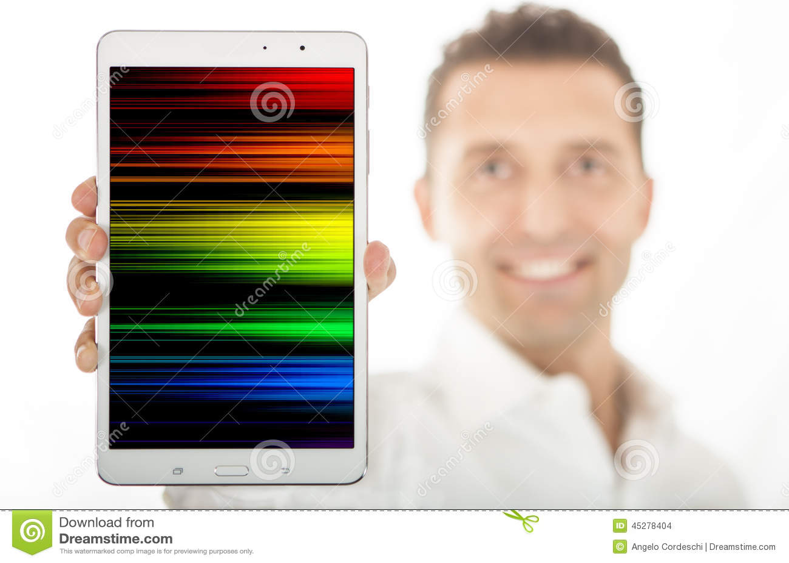 Het glimlachen van de tablet van de mensenholding op wit