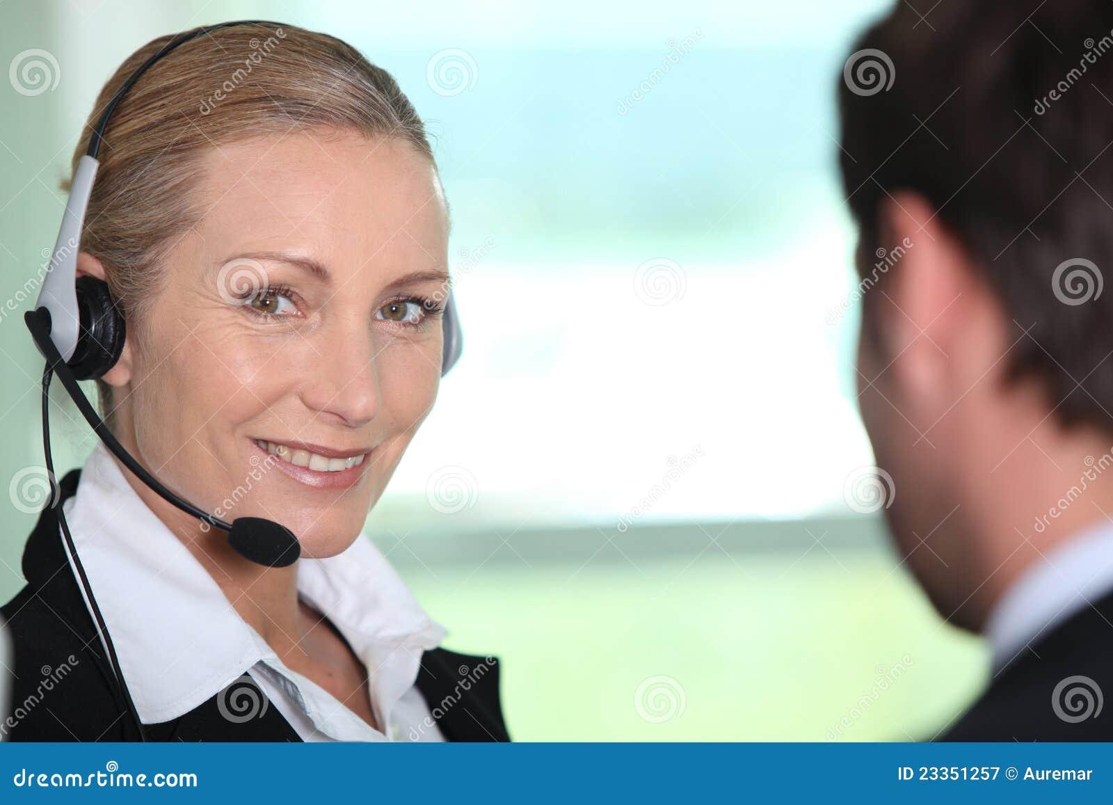 Het glimlachen van de tolk