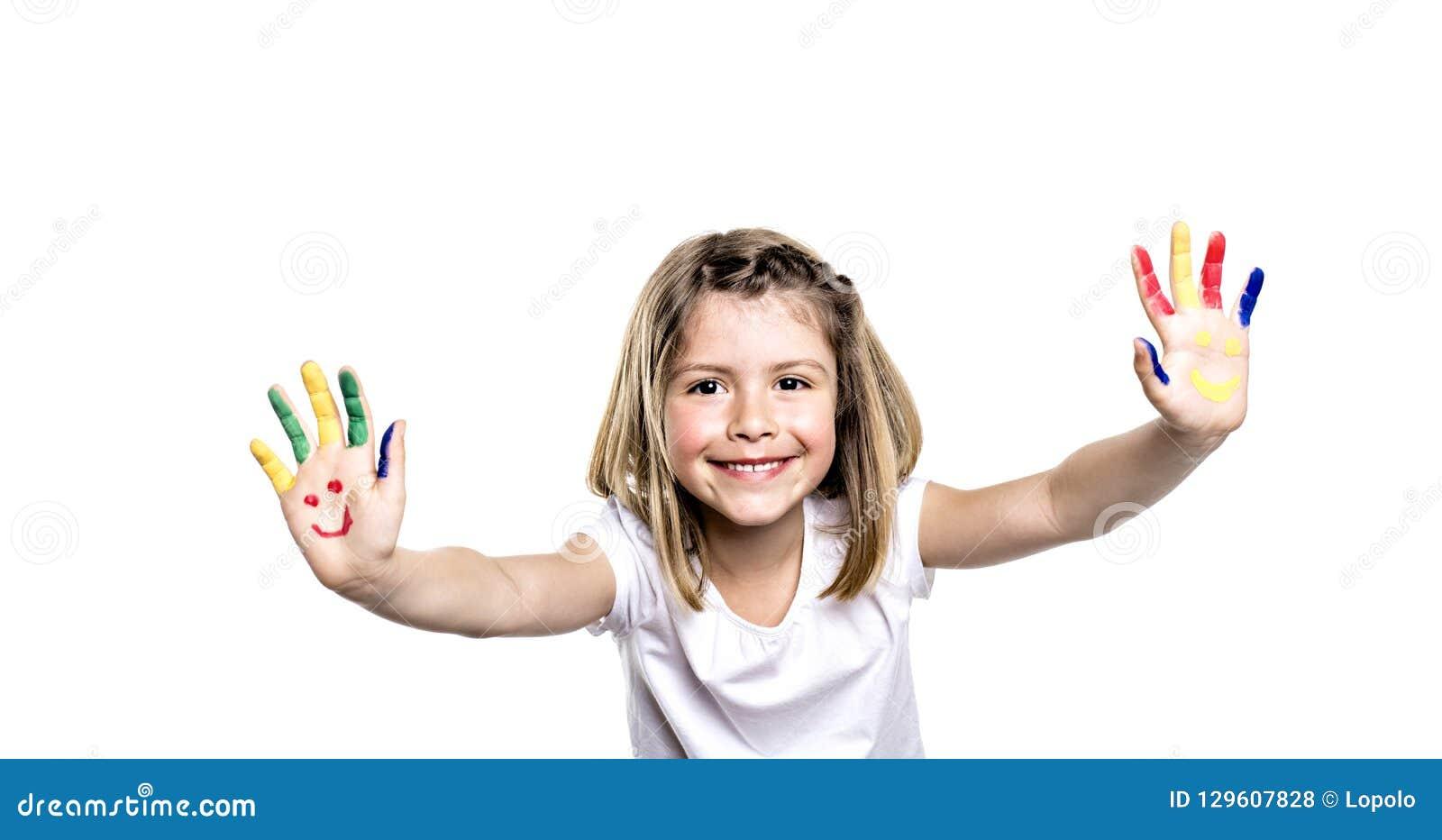 Het glimlachende meisje met de palmen schilderde door een verf Geïsoleerdj op witte achtergrond